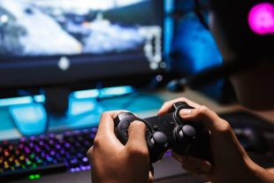 Gamers find company at Dana Hall